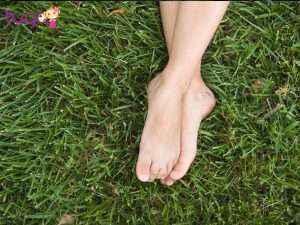 Bạn nhớ chú ý đôi chân của mình để tránh những tình huống khó xử