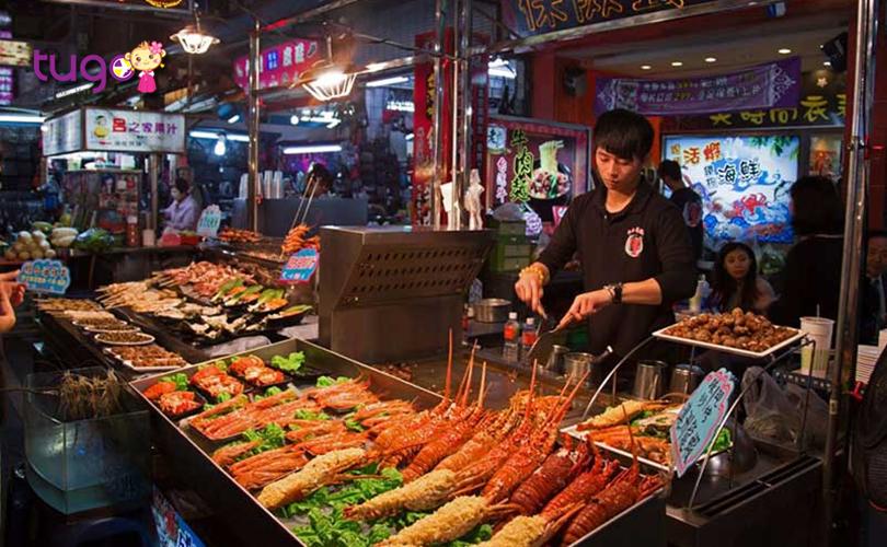 Những món ăn đầy hấp dẫn được bày bán phổ biến tại chợ đêm Lục Hợp