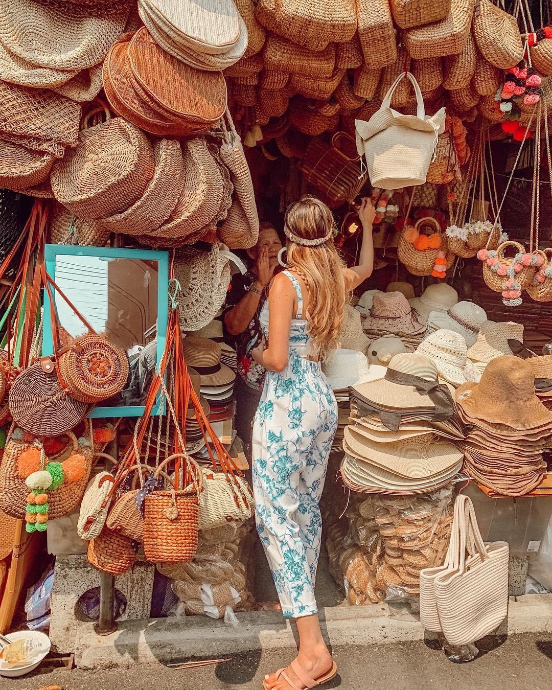 Những sản phẩm thủ công tinh xảo, đẹp mắt được bày bán phổ biến ở Thái Lan