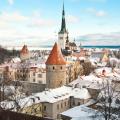Những tòa lâu đài cổ kính ở Tallinn dưới lớp tuyết trắng xóa của mùa đông