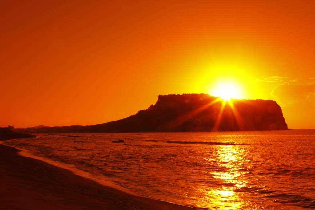 Hình thành do sự phun trào của núi lửa trên đảo Jeju cách đây 5.000 năm.