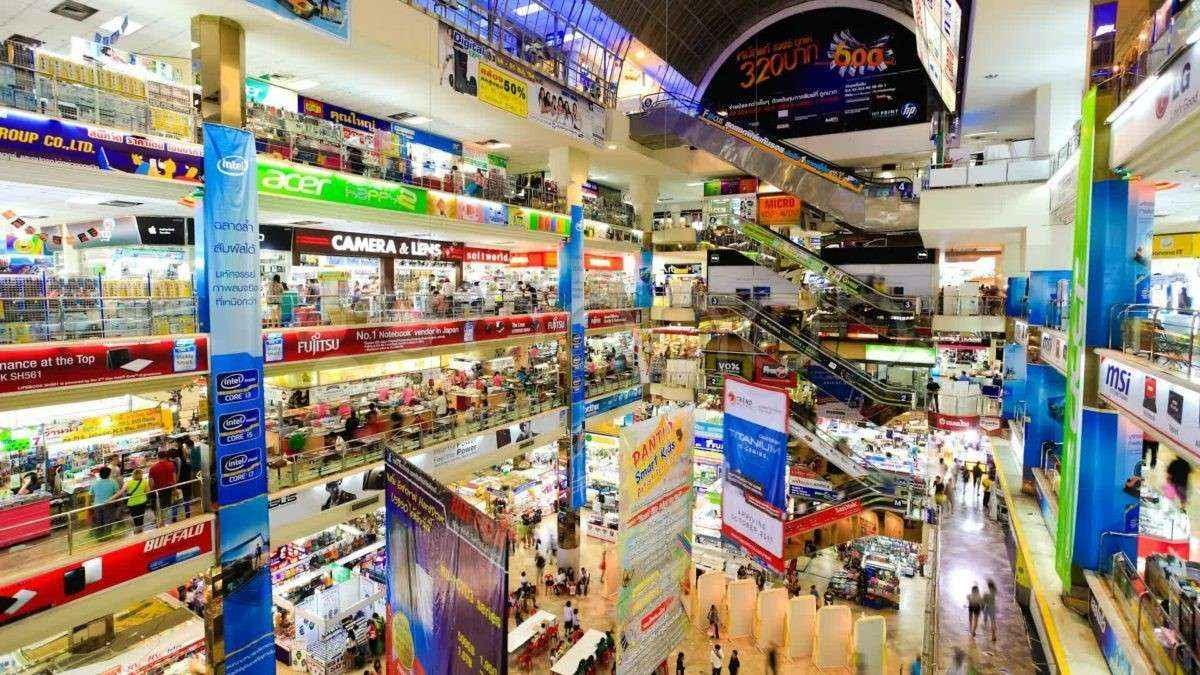 Cuối tuần là thời gian shopping lý tưởng khi du lịch Thái Lan