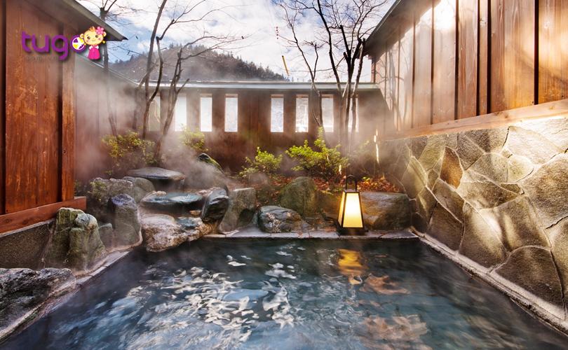 Sẽ là một thiếu sót lớn nếu bạn du lịch Nhật Bản mà bỏ qua trải nghiệm tắm suối nước nóng Onsen