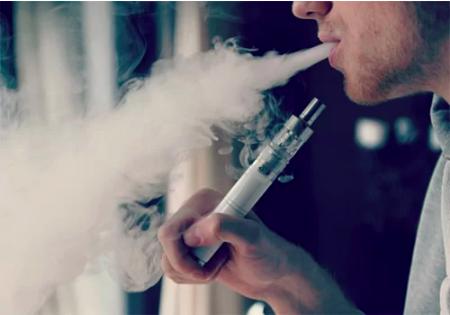 Hút thuốc lá, thuốc lá điện tử đều bị cấm trên máy bay.