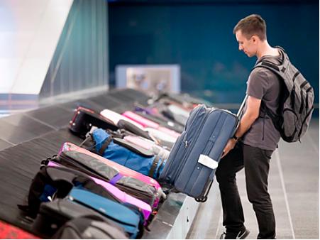 Mang ít hành lý xách tay sẽ giúp bạn tiết kiệm được nhiều thời gian khi quá cảnh