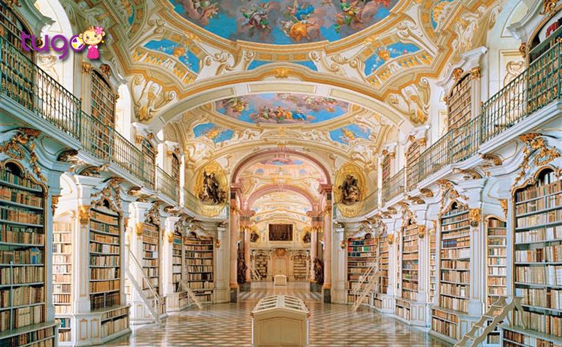 Stiftsbibliothek Admont ở Áo là một trong những thư viện tu viện lớn nhất thế giới hiện nay