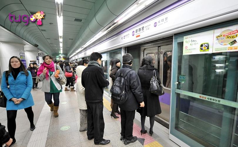 Tàu điện ngầm là phương tiện phổ biến và tiện lợi nhất để di chuyển ở Hàn Quốc trong mùa đông