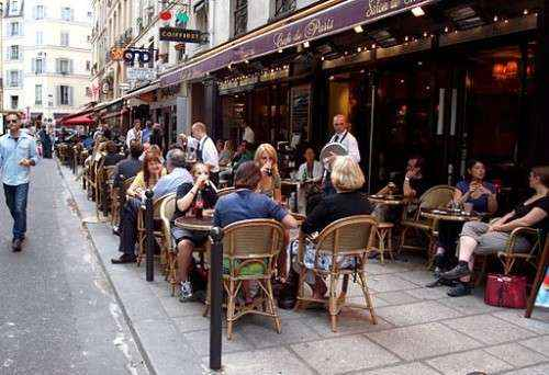 Terrace-cafe-in-Paris-France.