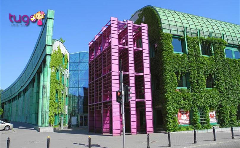 Thư viện ở đại học Warsaw cũng là một điểm đến đầy thú vị dành cho du khách