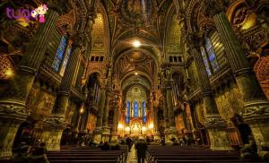 Là nhà thờ Chánh tòa công giáo có kiến trúc lối Gothic tiêu biểu và nổi tiếng thế giới
