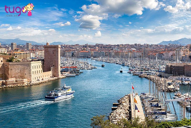 Bến cảng nhộn nhịp tại Marseille