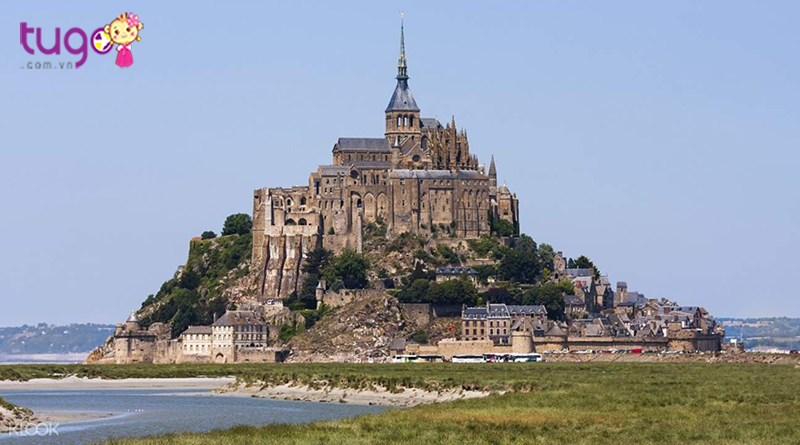 Tu viện Mont Saint-Michel với vẻ đẹp gây kinh ngạc