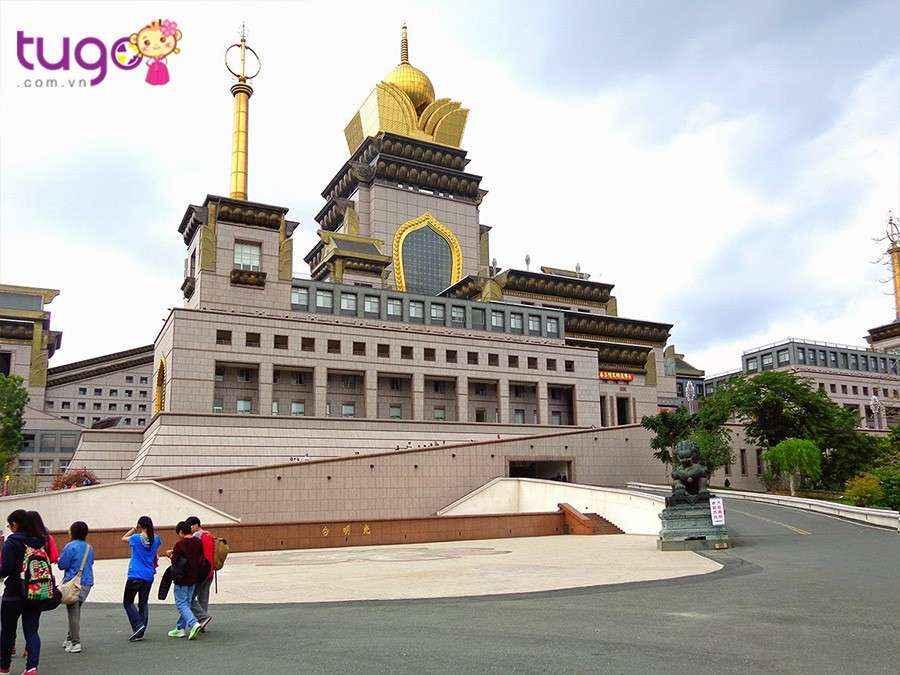 Trung Đài Thiền Tự là là ngôi chùa Phật giáo to và cao nhất thế giới