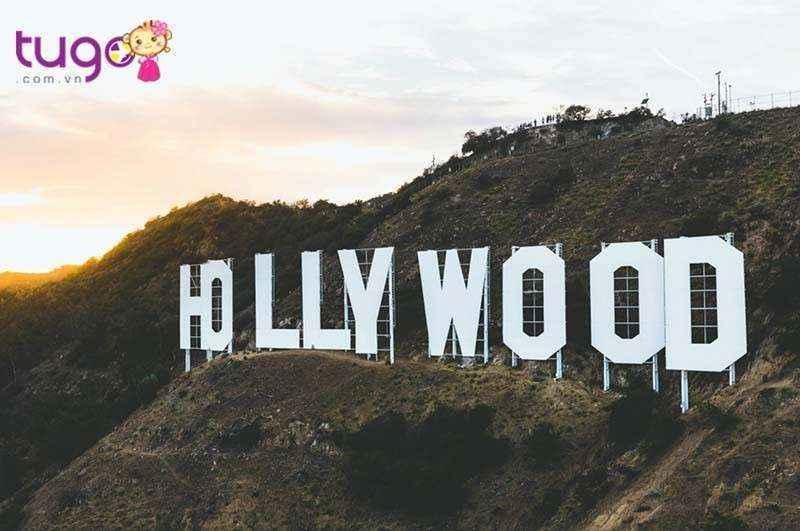 Chữ Hollywood khổng lồ là một biểu tượng rất đang cho bạn chiêm ngưỡng