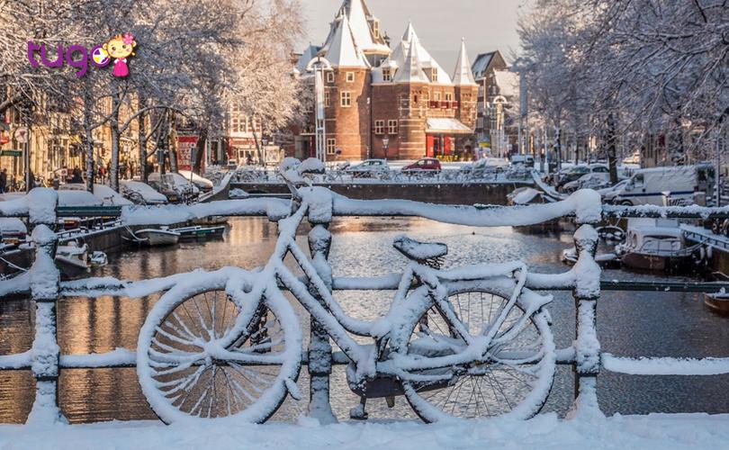 Tuyết trắng bao phủ khắp mọi nơi ở Amsterdam khi đông về
