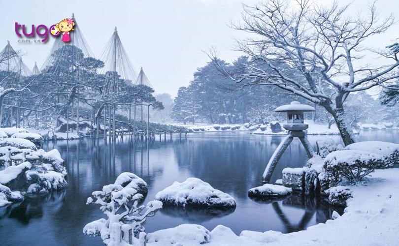 Tuyết trắng bao phủ mọi nơi ở vườn Kenrokuen khi mùa đông về