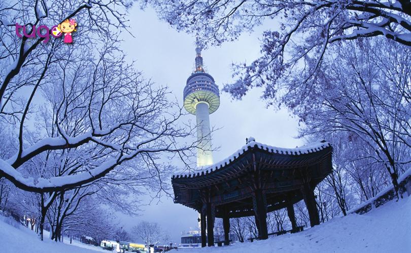 Vẻ đẹp của tháp Namsan càng trở nên thu hút dưới lớp tuyết trắng xóa ngày đông