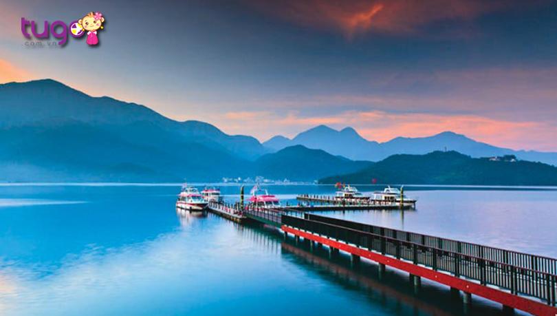 Vẻ đẹp quyến rũ của Hồ Nhật Nguyệt vào tháng 12