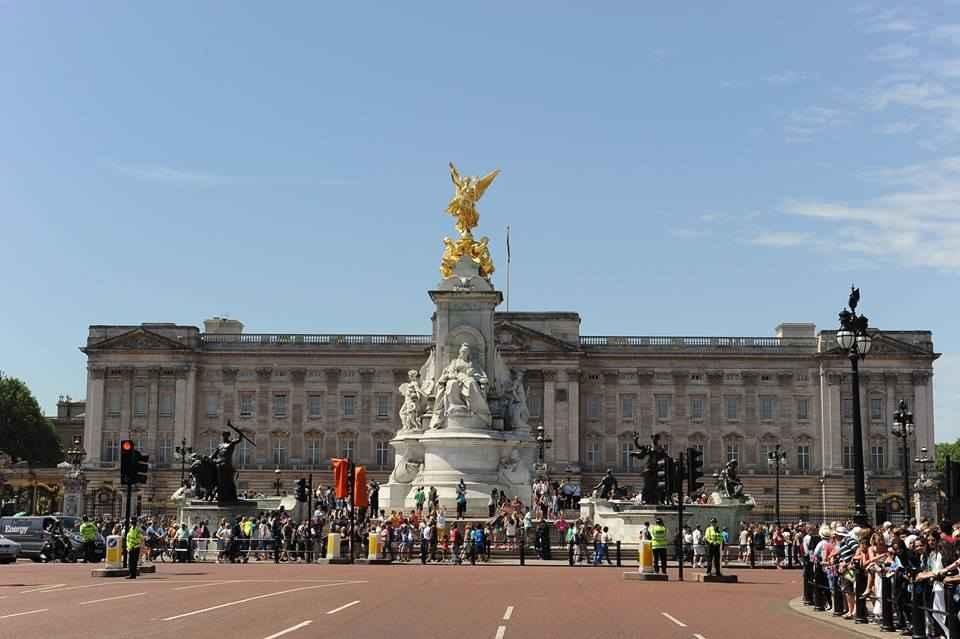 Kết quả hình ảnh cho Cung điện Buckingham