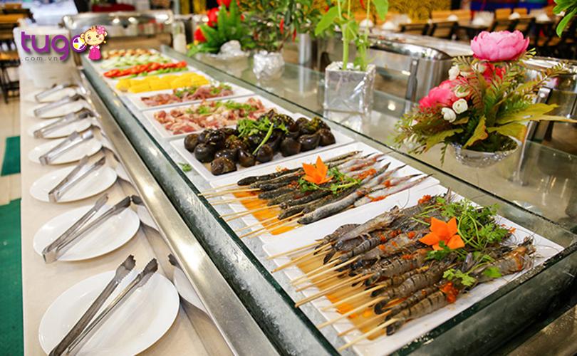ben-canh-do-la-nhieu-mon-an-trong-tiec-buffet-cung-khong-kem-phan-hap-dan