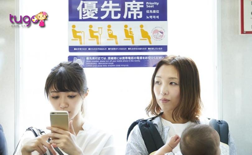 Tương tự như ở Việt Nam, các chuyến tàu ở Nhật Bản cũng có ghế ngồi ưu tiên dành cho người già, trẻ em, phụ nữ mang thai...