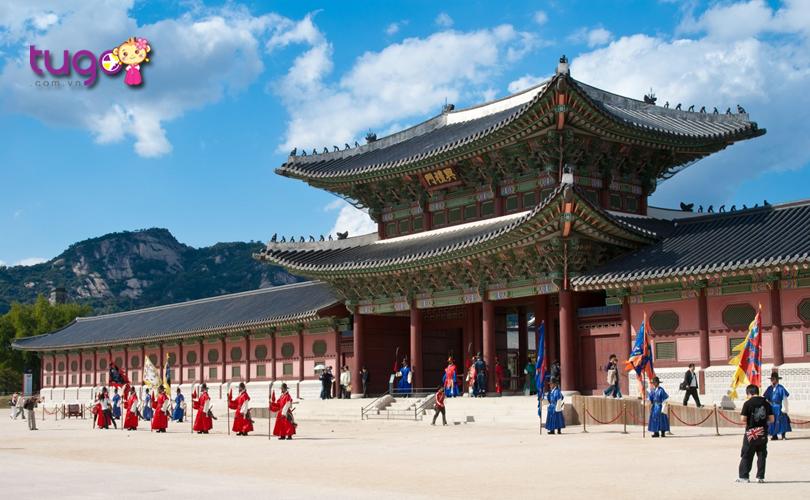 cung-dien-gyeongbokgung-seoul-thu-hut-dong-dao-du-khach-nho-kien-truc-doc-dao-va-dac-trung-cua-van-hoa-han-quoc