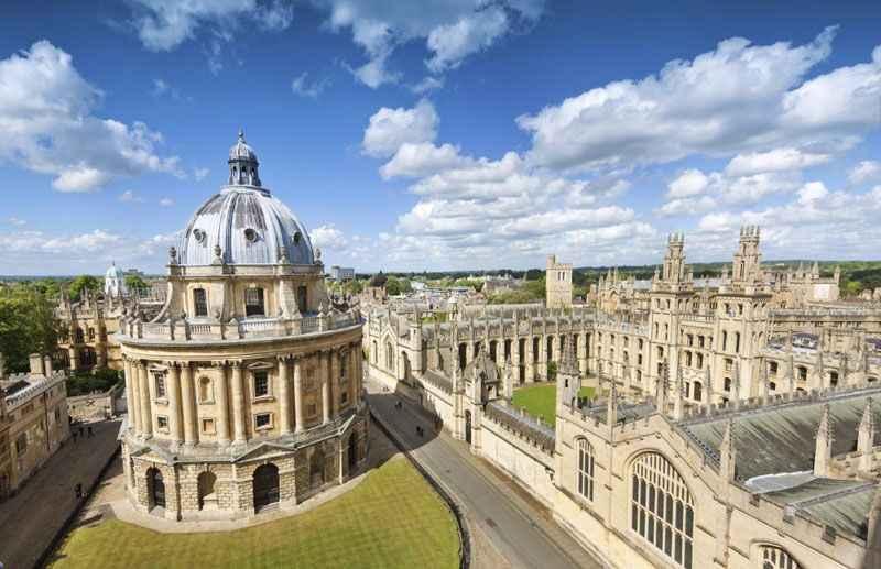 Trường Đại học Oxford(University of Oxford) lâu đời và nổi tiếng thế giới.