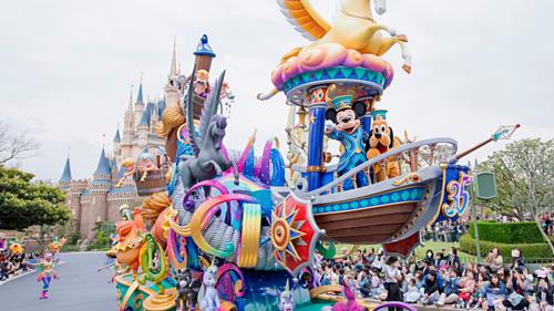 đi công viên Disneyland hay Universal Studio khi đi du lịch Nhật Bản