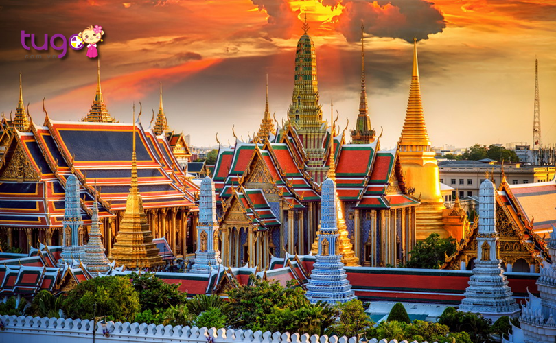 hoang-cung-grand-palace-thai-lan-voi-kien-truc-doc-dao