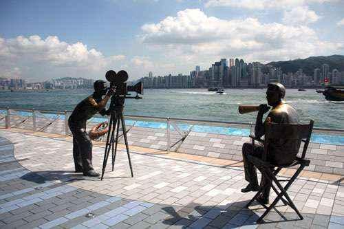 Đại lộ Ngôi sao là con đường dài gần 500m chạy dọc cảng Victoria, Hong Kong.