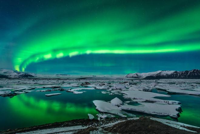 Thời điểm ngắm cực quang ở Iceland là từ tháng 11 đến tháng 2 năm sau