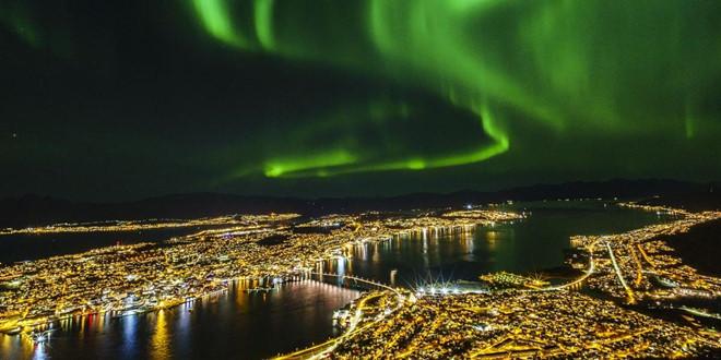 Ngắm dãy cực quang có hình oval sẽ là một trải nghiệm thú vị tại thành phố Tromso, Na Uy