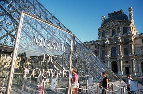 Nên lưu ý thời gian cụ thể để đến Louvre tránh tình trạng chờ đợi lâu