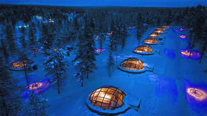 Ngắm cực quang qua mái vòm trong suốt của khách sạn du khách sẽ không lo về thời tiết giá lạnh bên ngoài