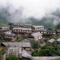 ngoi-lang-ghandruk-nepal-doc-dao-voi-nhung-ngoi-nha-co-kien-truc-la-mat