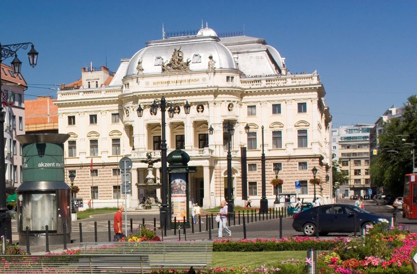 Kết quả hình ảnh cho nhà hát kịch quốc gia slovakia