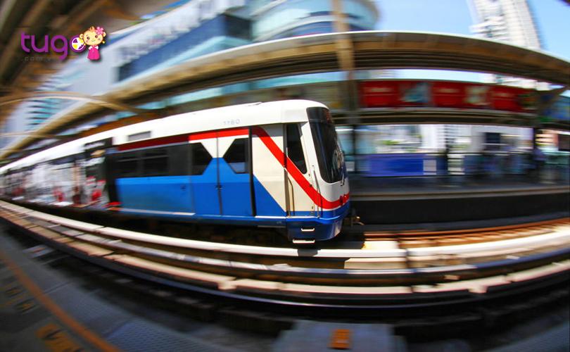 skytrain-o-bangkok-se-dong-cua-luc-12-gio-toi-nen-du-khach-can-luu-y-de-khong-anh-huong-den-lich-trinh