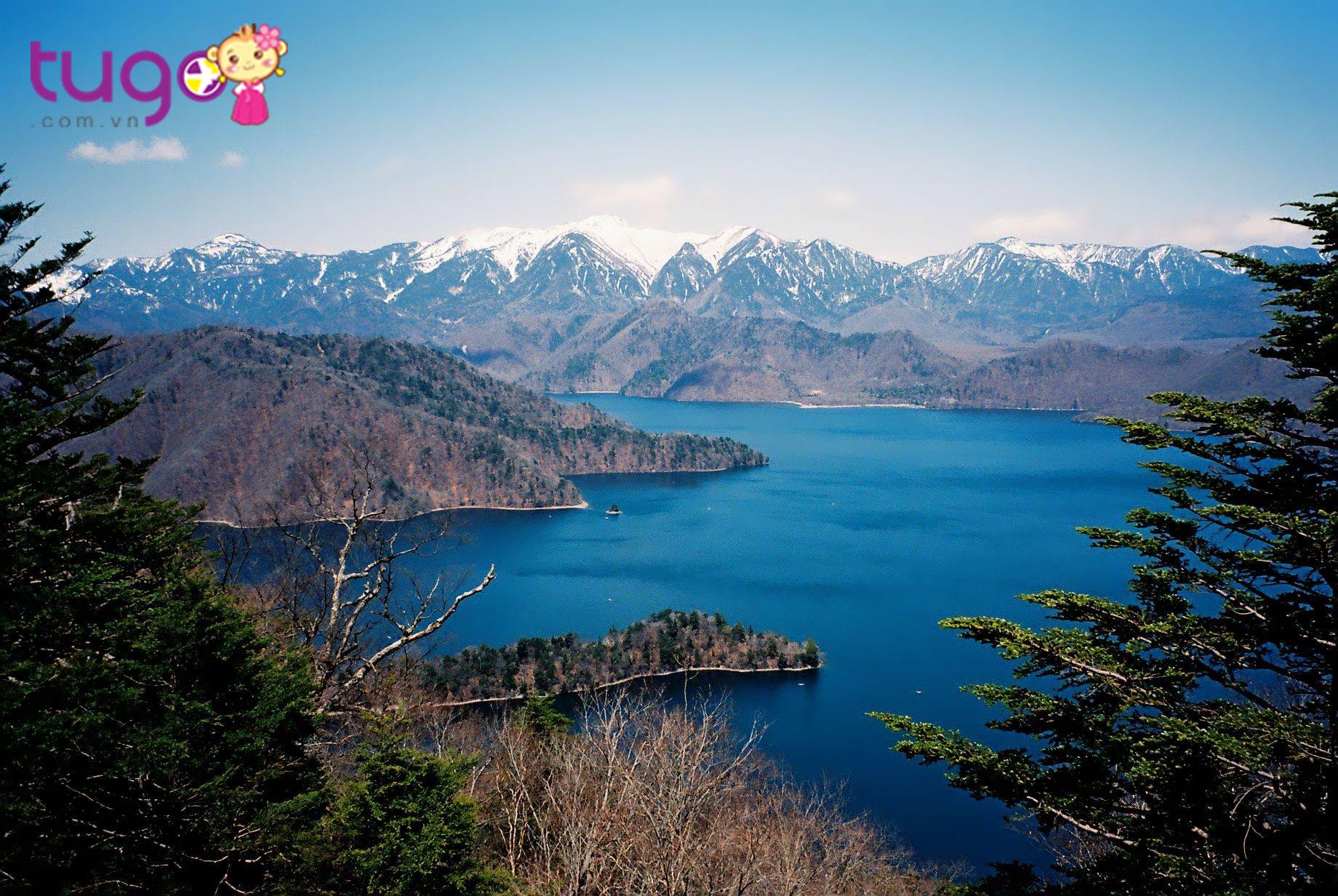 Hồ Nikko là hồ nước lớn nhất tỉnh Tochigi nổi tiếng với phong cảnh trữ tình, nên thơ