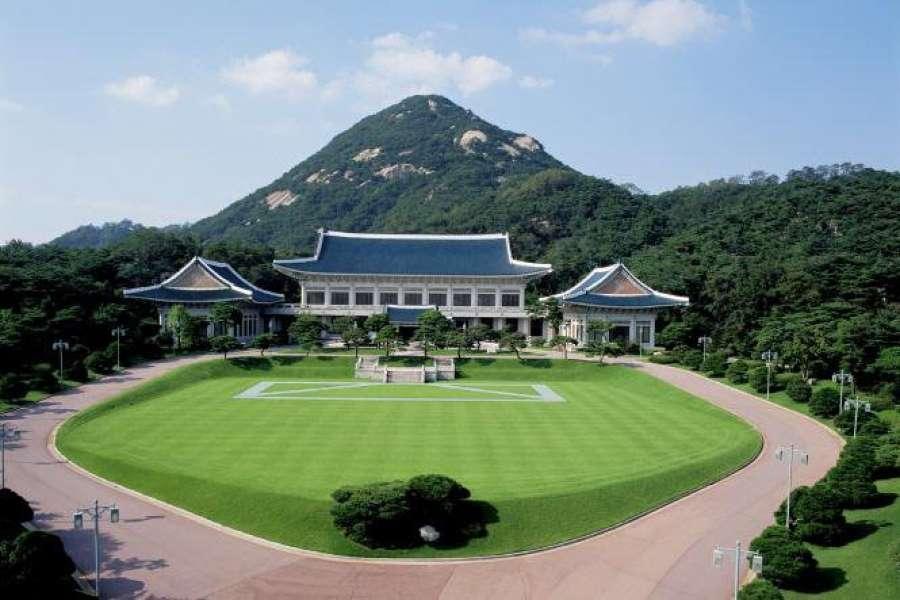 Nhà xanh Tổng thống– nơi các Tổng thống của Hàn Quốc làm việc và sinh sống.