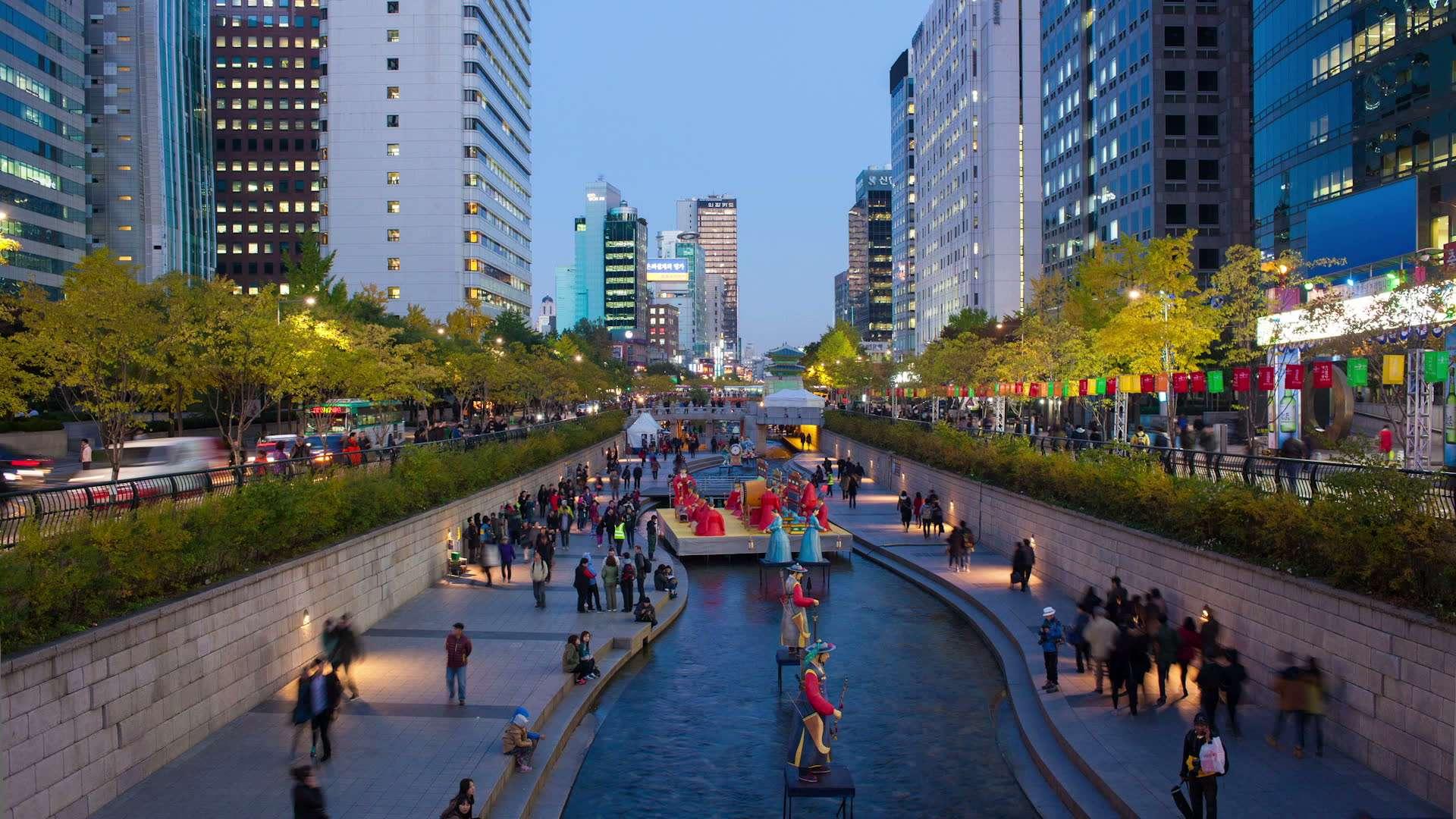 Quảng trường Gwanghuamun và Dòng suối nhân tạo