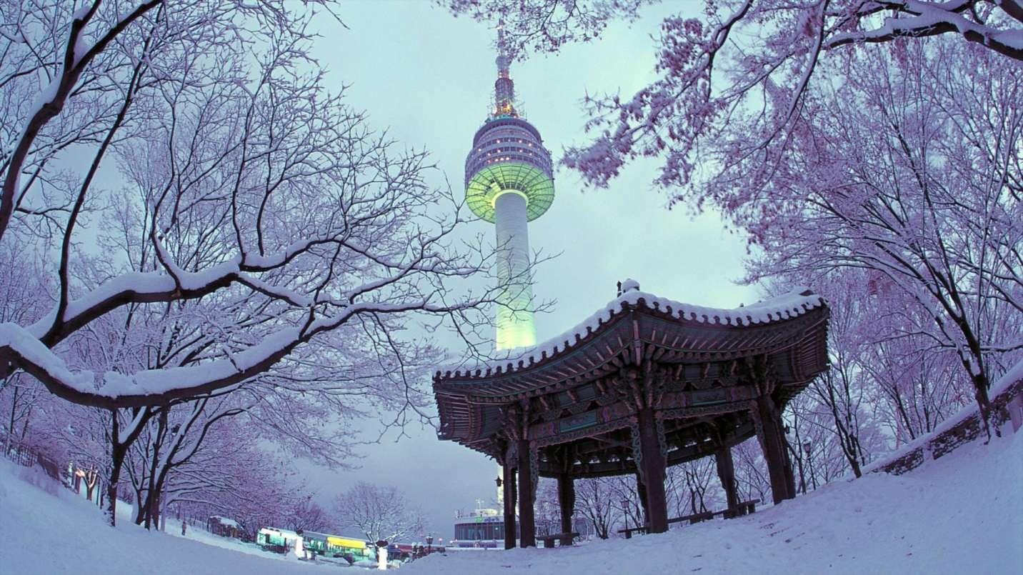 """Không có gì quá lạ khi rất nhiều cảnh phim lãng mạn Hàn Quốc như """"Vườn sao băng"""" đều được quay tại tháp Namsan"""