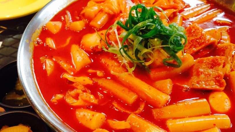 Bánh gạo cay – món ăn ưa chuộng của giới trẻ Hàn Quốc