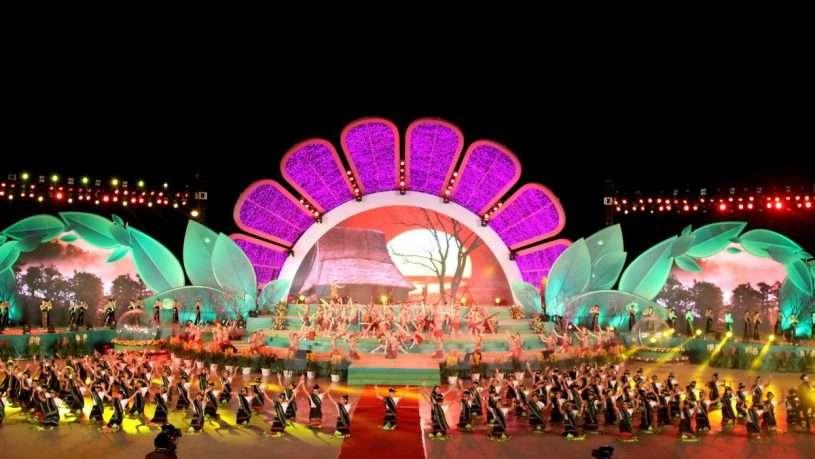 Mỗi đêm Festival, có rất nhiều chương trình đặc sắc được trình diễn bên bờ hồ Xuân Hương