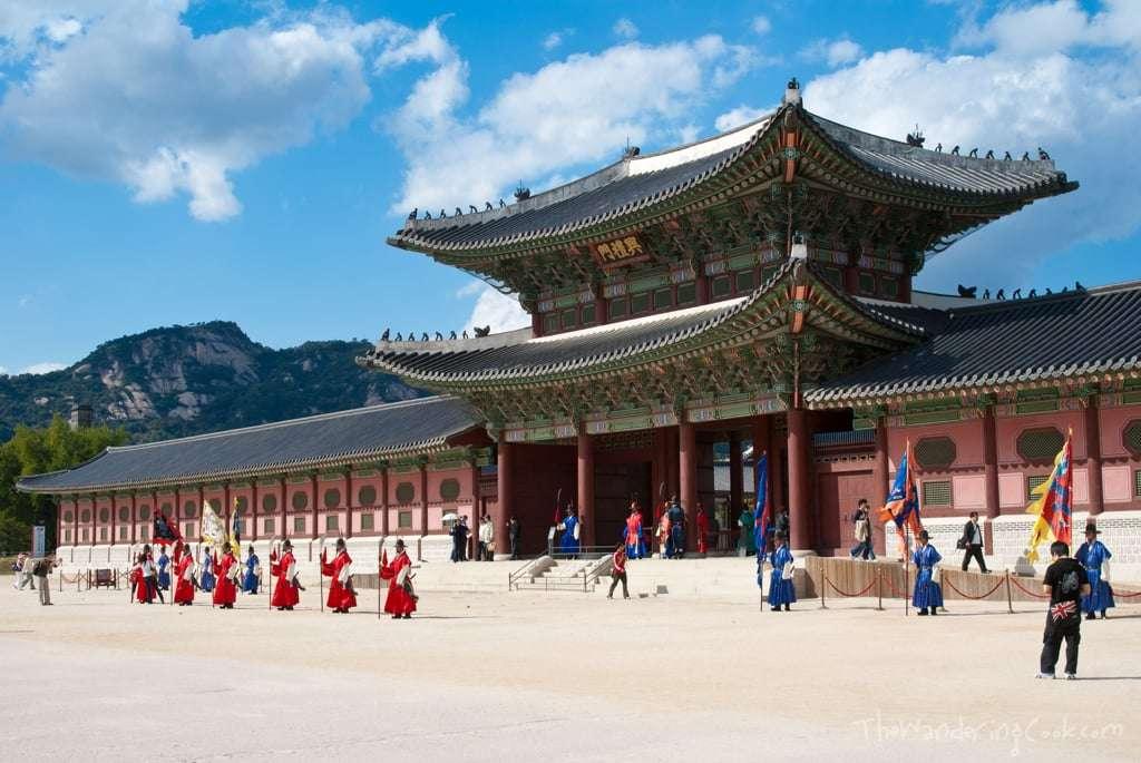Cung điện Gyeongbok giúp bạn quay trở về với thời hoàng kim của nền phong kiến Hàn Quốc