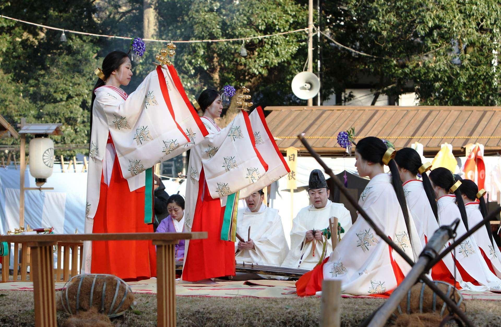 Lễ hội Kasuga Wakamiya On-Matsuri  tại Nara là cơ hội cho bạn trải nghiệm âm nhạc dân gian huyền ảo của Nhật Bản