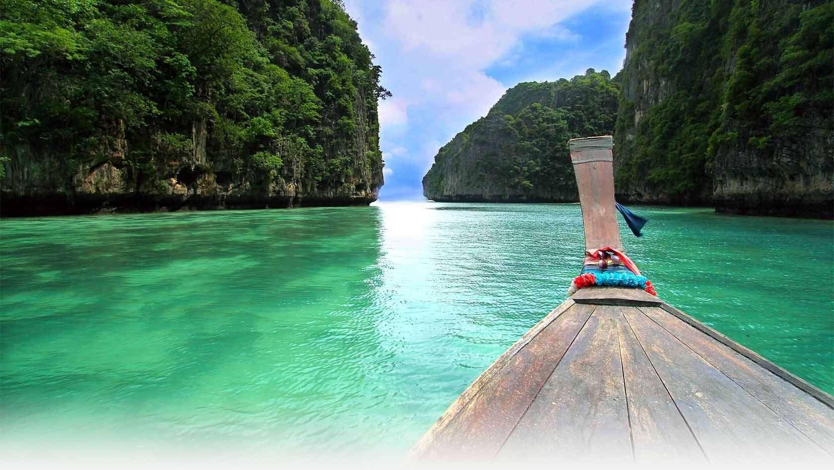 Những bãi biển ở Phuket vô cùng xinh đẹp và thơ mộng