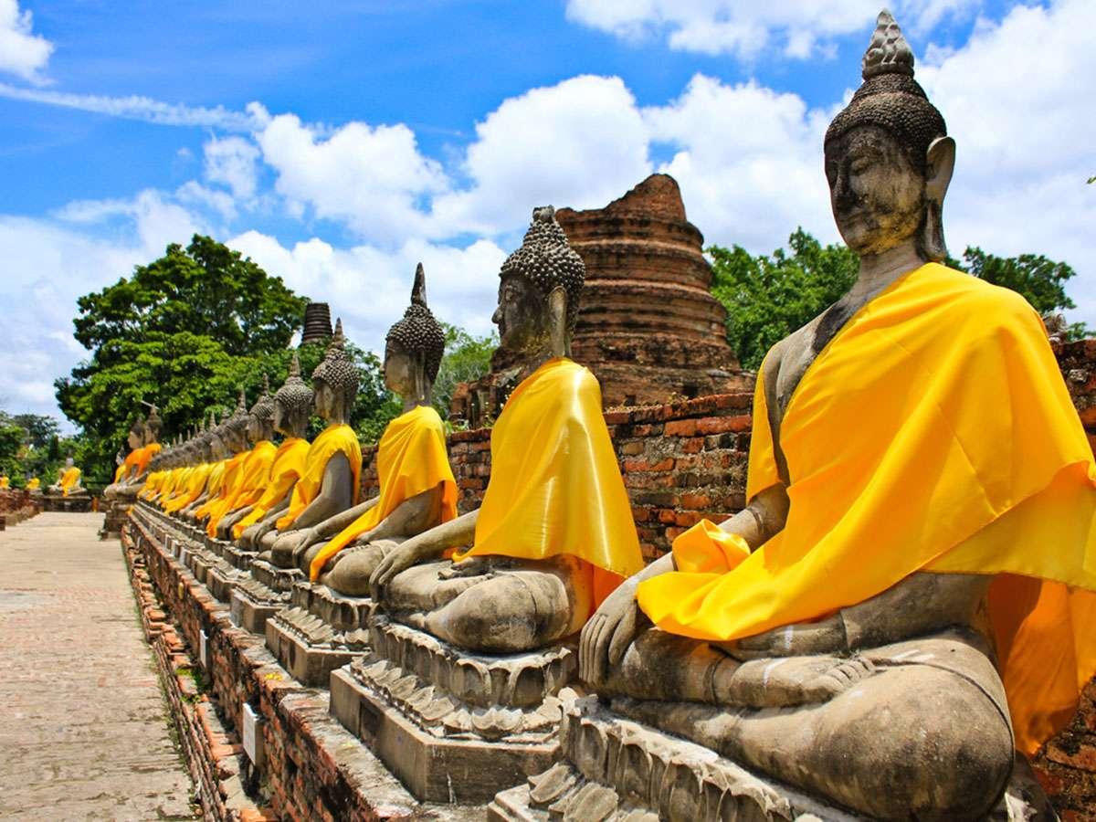 Không mặc áo ba lỗ, quần sọoc… khi đi thăm đền thờ