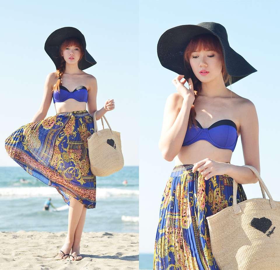Váy maxi và mũ vành là 2 món đồ không thể thiếu khi du lịch biển