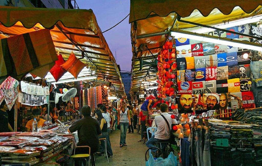 Để cảm nhận nền văn hóa đa dạng của Thái Lan, bạn đừng quên dành thời gian ở quận Silom