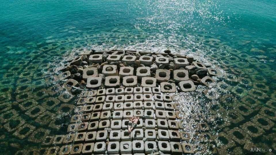 Kè chắn sóng xóm Rớ là điểm check-in nổi tiếng ở Tuy Hòa